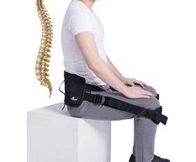 Stai mult pe scaun la birou și încep să apară durerile de spate?Folosește suportul lombar pentru postura corectă atunci când te așezi pe scaun pentru a-ți ameliora durerea de spate și a-ți corecta postura. Suportul te ajută să stai drept și să previi apariția complicațiilor din zona spatelui. Specialiștii recomandă folosirea suportului cel puțin 15 min/zi.